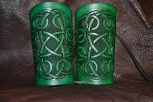 K18-MediumBracers-green