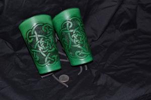 K10, medium-bracer, green